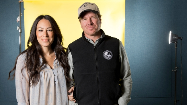 'Fixer Upper' Stars Chip, Joanna Gaines to Open Texas Hotel