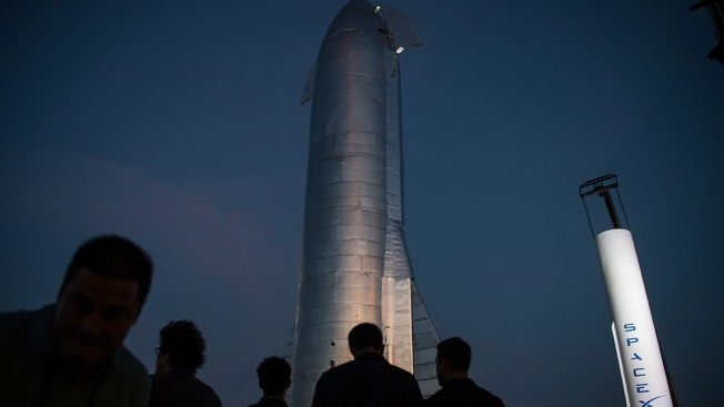Musk Unveils SpaceX Rocket Designed to Get to Mars and Back