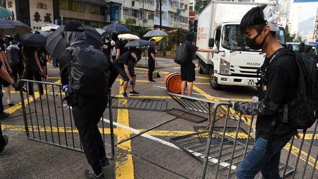 Thousands March Again, Gas Bombs Thrown in Hong Kong