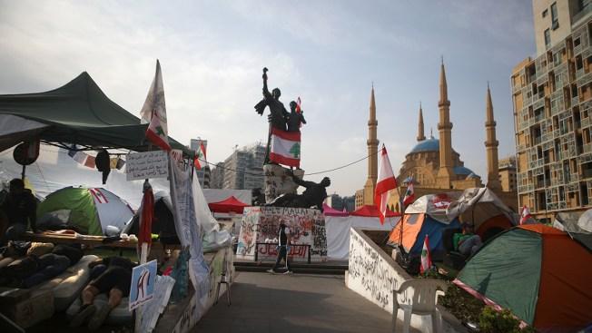 Lebanese Block Roads as Mass Demonstrations Enter 10th Day