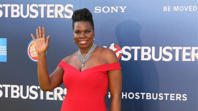 Leslie Jones Shows How to Cheer for Team USA