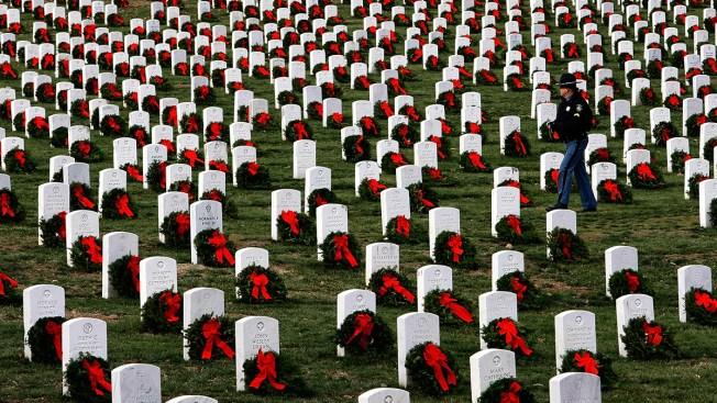 Volunteers Lay Over 250K Wreaths at Arlington Cemetery