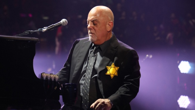 Billy Joel wears yellow star at concert