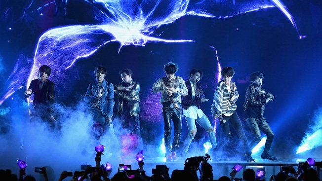 [NATL] Top Entertainment Photos: BTS Performs at the 2018 Billboard Music Awards