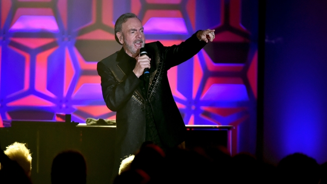 Neil Diamond Won't Let Parkinson's Slow Him Down