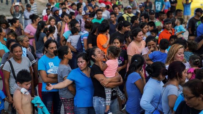 US Tells Migrant Woman 8 Months Pregnant to Wait in Mexico