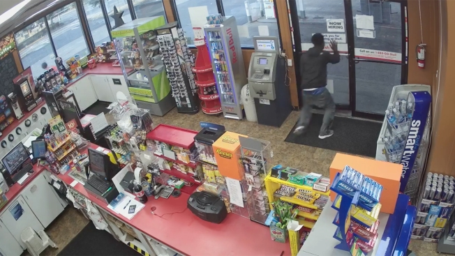 Teens Steal From Wash. Store Clerk Who Suffers Medical Issue: Police