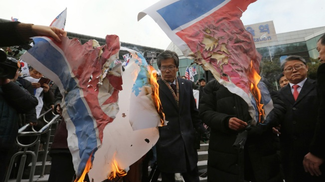 S. Koreans Burn Kim's Photo as N. Korean Band Leader Passes