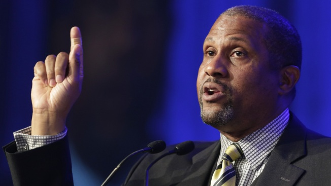 Tavis Smiley Says PBS Made Mistake in Suspending Him as Network Stands by Decision