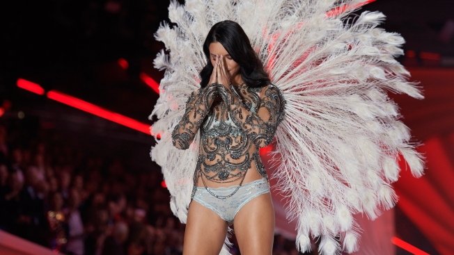 e1fcad0571 Adriana Lima Bids Tearful Farewell to Victoria s Secret Fashion Show ...