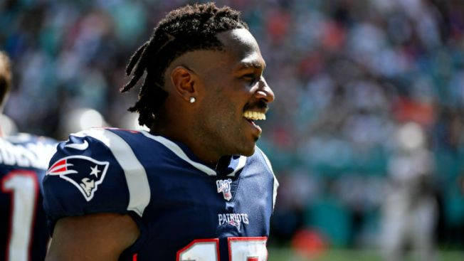 Fans React to Antonio Brown's Debut with Patriots
