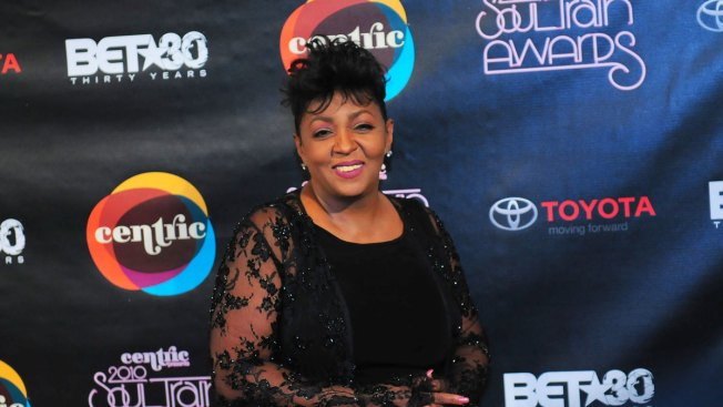 Anita Baker Announces Retirement on Twitter