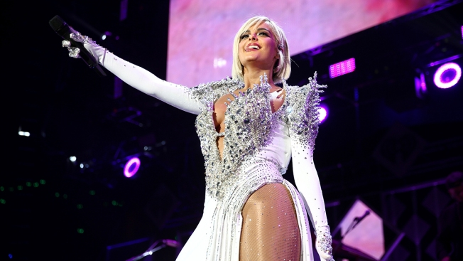 '#LOVEYOURBODY': Fans, Designers Stand Up for Bebe Rexha After Grammys Dress Size Snub