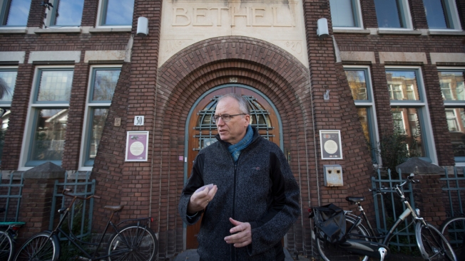 Dutch Church Holds 24/7 Service to Shield Asylum Seekers