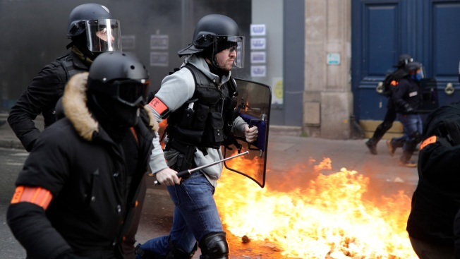 French Yellow Vest Anti-Govt Protests Turn Violent in Paris