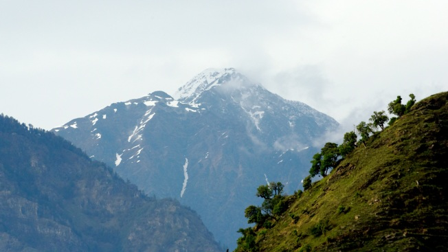 Indian Pilots Spot 5 Bodies in Search for Missing Climbers in Himalayas