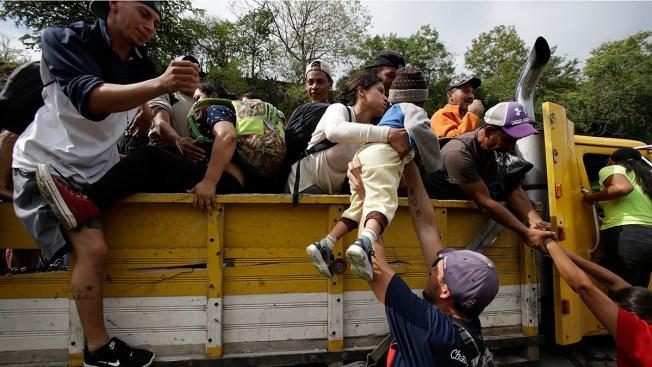 Honduran Migrant Caravan on the Move Again in Guatemala Despite Trump's Threats