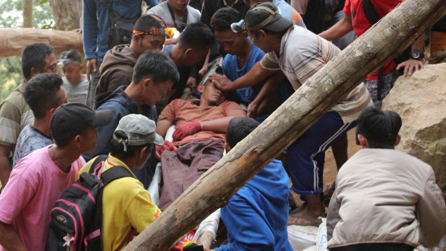 Workers Dig by Hand to Free Dozens in Indonesia Mine Rubble