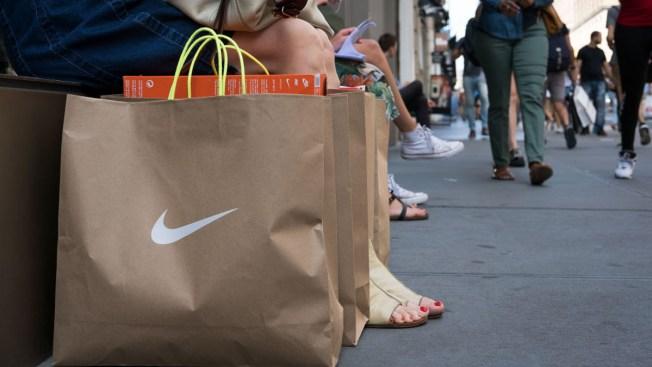 Nike to Start Selling Sneakers Through Online Giant Amazon