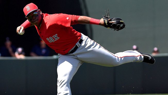 Moreland lifts Red Sox over White Sox 3-2