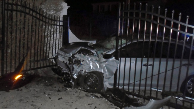 Car Chased by Police Crashes Into Gate at Taylor Swift Home