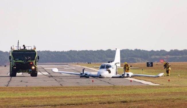 Plane's Landing Gear Fails During Takeoff at Nantucket Airport