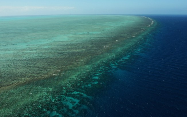 2 US Tourists Die in Helicopter Crash on Great Barrier Reef