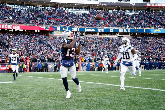 Patriots, Free Agent WR Phillip Dorsett Agree on New Contract