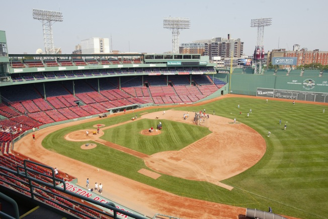 Seeking Red Sox Home Opener Tickets? Try the #FindFenwayFranks Twitter Scavenger Hunt