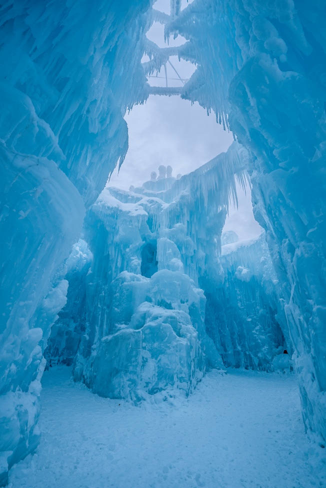 [NECN-NATL]SEE INSIDE: Massive Ice Castles Now Open in NH