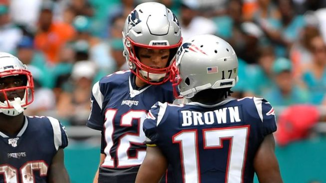 Tom Brady Shouts Out Antonio Brown on Instagram After Strong Patriots Debut